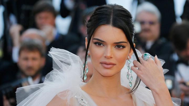 Kendall Jenner Looks Sexy With New Charming Thick Lips
