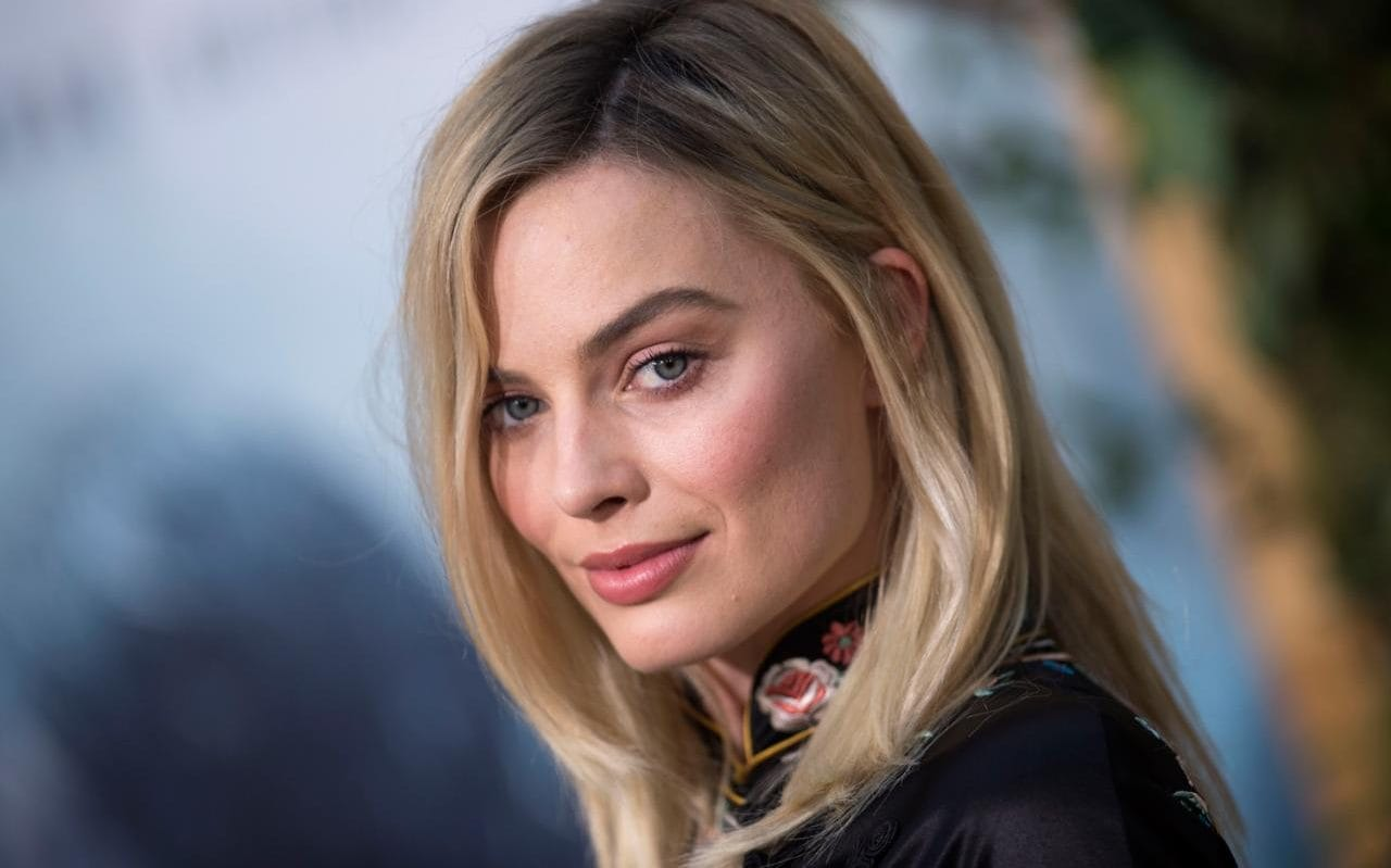 Margot Robbie Shows Harley Quinn's New Appearance at BIRDS OF PREY
